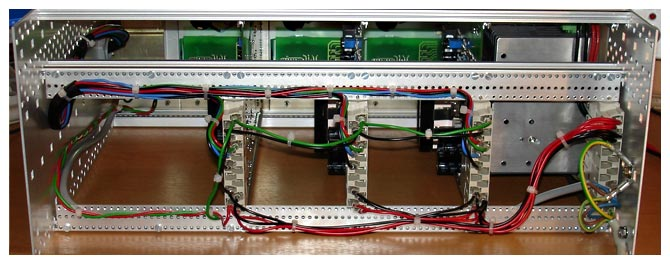 "19"" chassis rear view with wiring - TUCHSCHERER ELEKTRONIK GMBH"